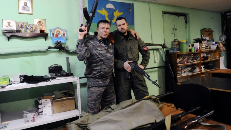 Members of the Russian Imperial Movement who are volunteers of the self-declared Donetsk People's Republic pose with weapon simulators at a training base in Saint Petersburg in 2015. (AFP)