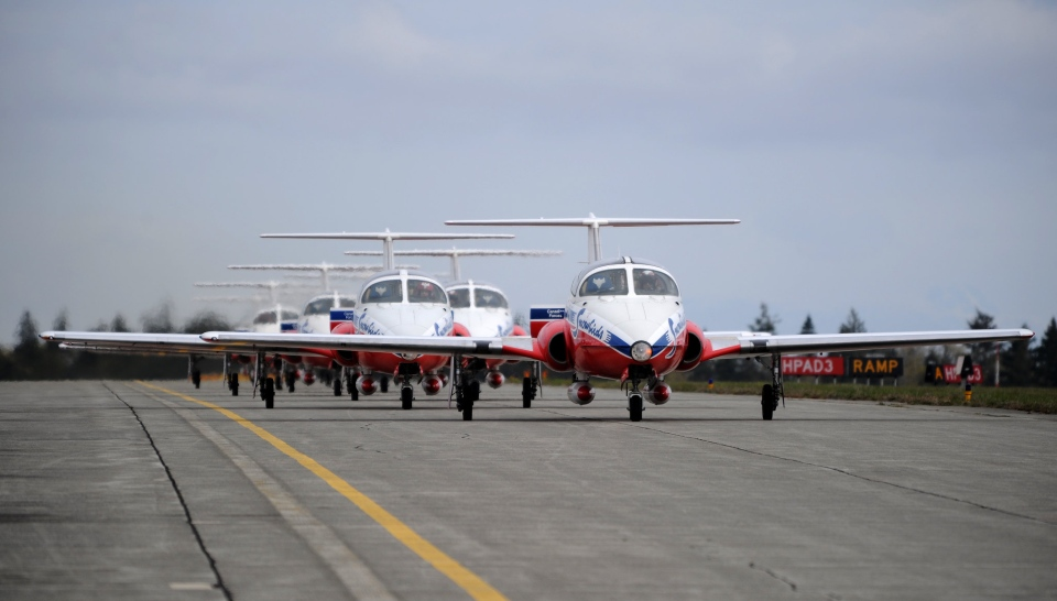 The Canadian Forces Snowbirds, an air demonstration team from 431 Squadron Moose Jaw, Sask., taxi back following a rehearsal show at 19 Wing Comox, BC., April 16, 2009. (MCpl Robert Bottrill)