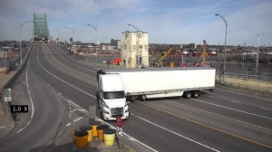 A semi truck driver wound up with a $1,546 ticket after performing an ill-advised U-turn on the Jacques Cartier Bridge April 8, 2020. SOURCE SQ
