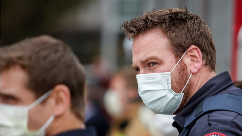 A police officer wears a mask amid the COVID-19 pandemic on Tuesday, April 14, 2020. THE CANADIAN PRESS/Jeff McIntosh