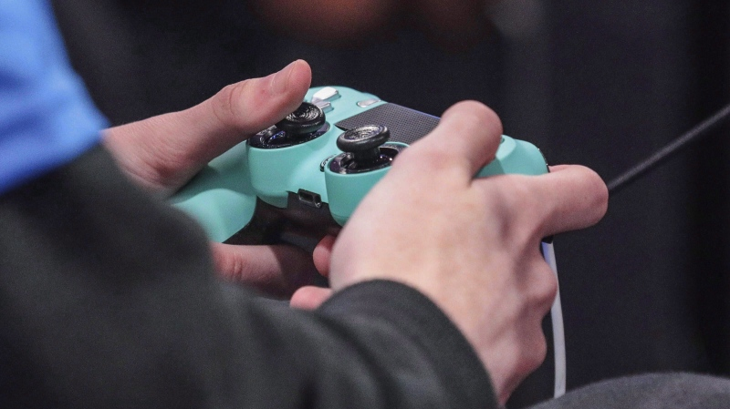 A contestant toggles a game controller, Wednesday, July 24, 2019, in Queens borough of New York. (THE CANADIAN PRESS/AP/Bebeto Matthews)