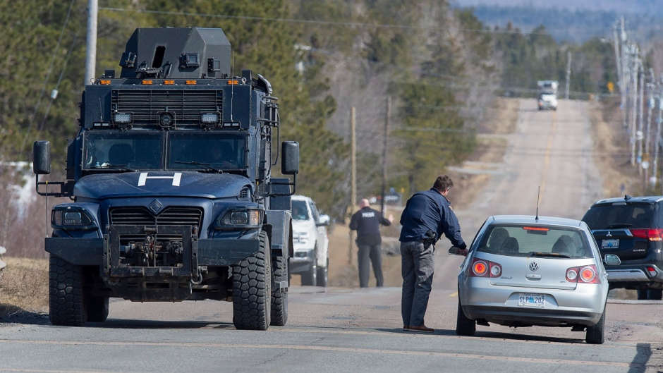 Police block the highway in Debert, N.S. on Sunday, April 19, 2020. (Andrew Vaughan / THE CANADIAN PRESS)
