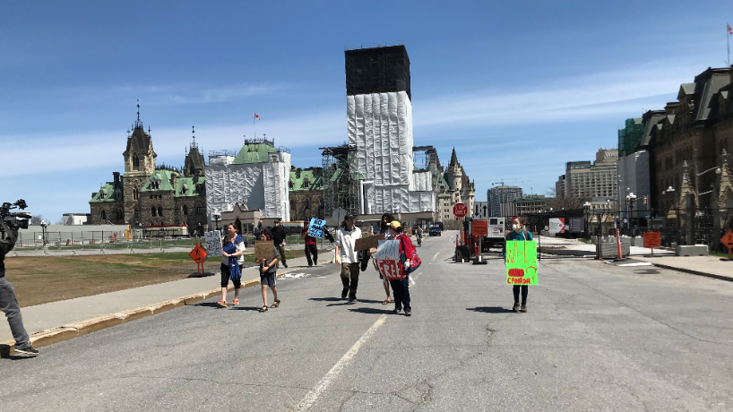 Protesters calling for an end to coronavirus restrictions gathered on Parliament Hill on Saturday, May 2, 2020. (Leah Larocque/CTV News Ottawa)