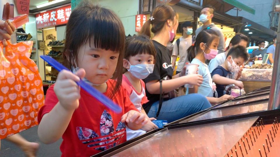 Children at a night market in Taipei, Taiwan
