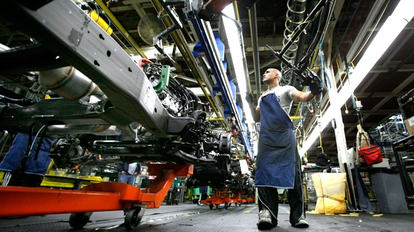 Gino Clark guides a motor into a GM vehicle at the GM auto assembly plant in Arlington, Texas, on Thursday, Feb. 19, 2009.  (AP / Tony Gutierrez)