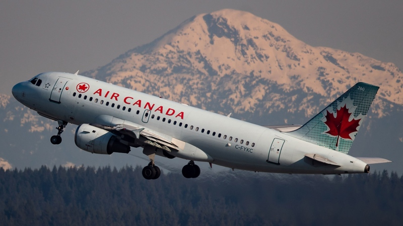 "B.C.'s minister of transportation says the airline passenger data the province currently receives from Ottawa ""is not necessarily complete and is sometimes unusable."" (THE CANADIAN PRESS/Ryan Remiorz)"