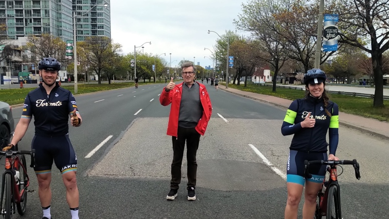 Toronto Mayor John Tory on Lake Shore Boulevard with cyclists as part of the city's ActiveTO program. (Twitter/@JohnTory)