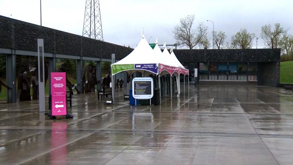 Calgary Zoo entrance