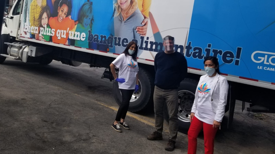 Ismaili Civic gives masks to frontline workers