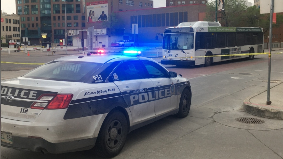 Police on scene at Balmoral and Ellice. (Source: Zachary Kitchen/CTV Winnipeg)