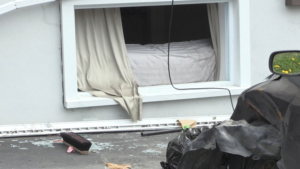 Broken basement window at scene of standoff in Minnow Lake. May 25/20 (Molly Frommer/CTV Northern Ontario)