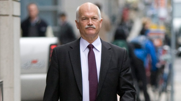 New Democrat Leader Jack Layton makes his way to an interview in downtown Ottawa, Thursday, Oct. 1, 2009. (Sean Kilpatrick / THE CANADIAN PRESS)