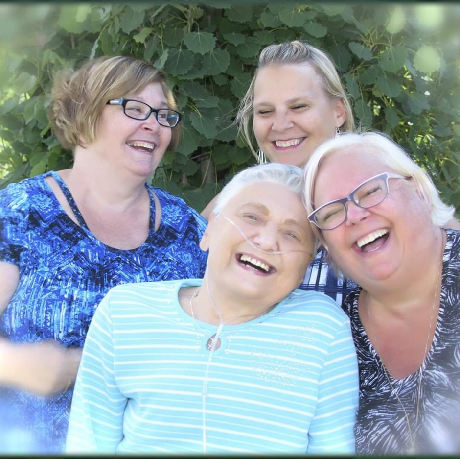 Veronica Heinen (top) and her sisters with their 84year old mother Elizabeth who passed away March 27, 2020.