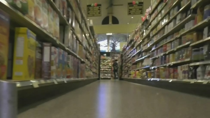 Grocery workers call for return of hazard pay