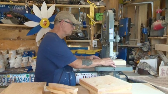A Nova Scotia couple has turned a hobby into a way to honour victims of the Nova Scotia shootings.