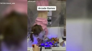 Father creates 'claw' game for kids at home