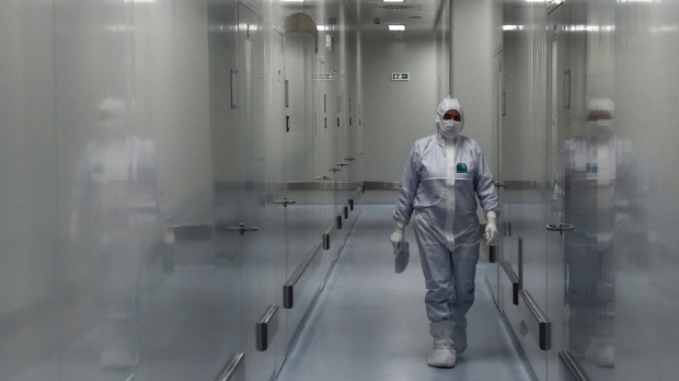 Russia struggles to keep up in race for virus vaccine