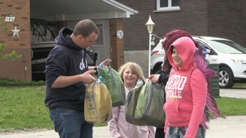 Timmins group surprises children with gift baskets