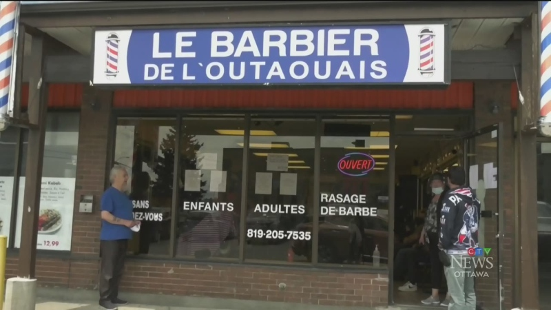 Gatineau barber reopens to a crowd