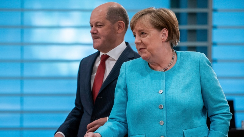 German Chancellor Angela Merkel, right, and German Finance Minister Olaf Scholz, left, attend the weekly cabinet meeting at the Chancellery in Berlin, Germany, on June 3, 2020. (Michael Kappeler / DPA via AP, Pool)