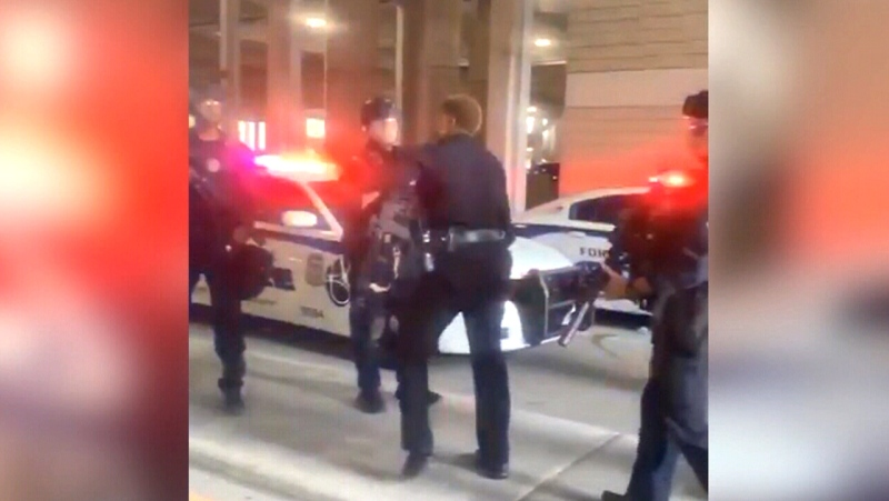Officer appears to scold colleague during protest