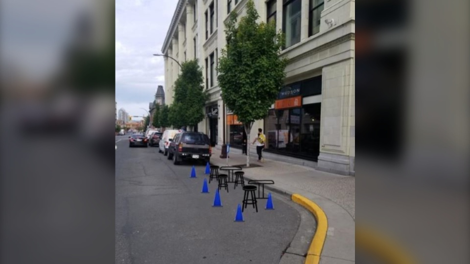A parking spot converted into an outdoor patio in downtown Victoria is shown: (City of Victoria)