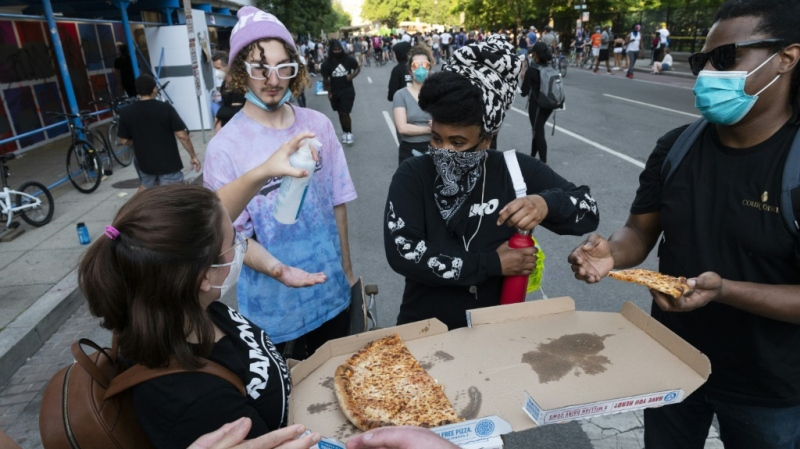 Pizza was handed out to protesters near the White House. (AFP)