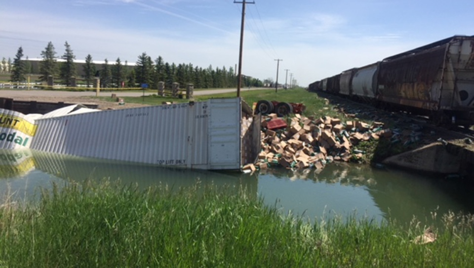 Train, trailer, semi, crash, hay