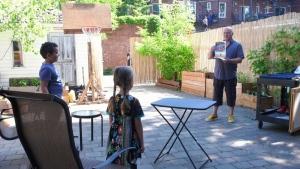 Montreal Kindergarten teacher makes housecalls