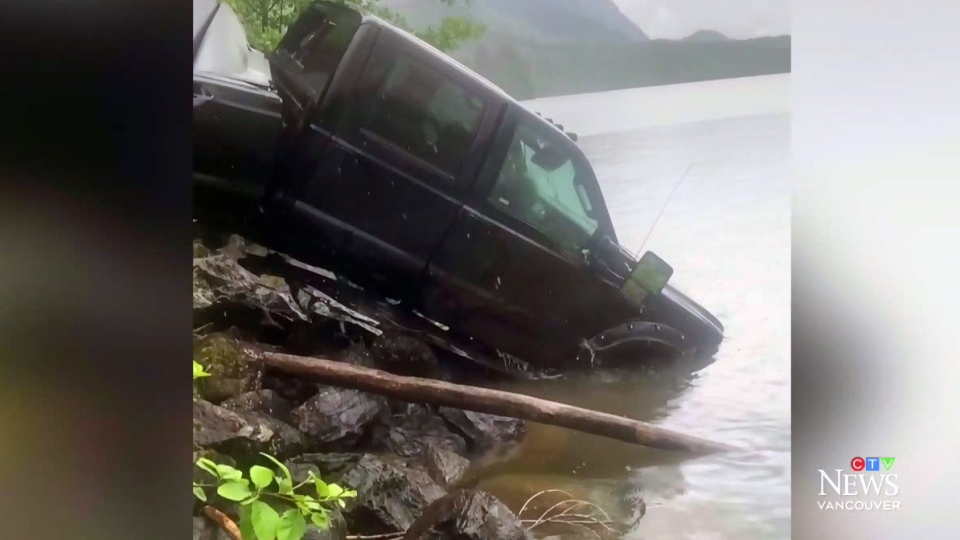 Chilliwack dad rescues daughters after crash