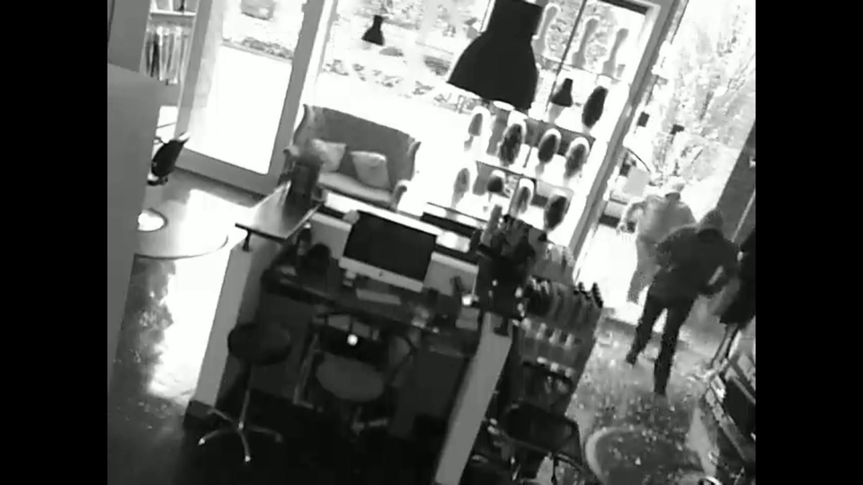 Two suspects wanted in connection with a break-in at a Vancouver salon are seen in this surveillance footage. (Vancouver police)