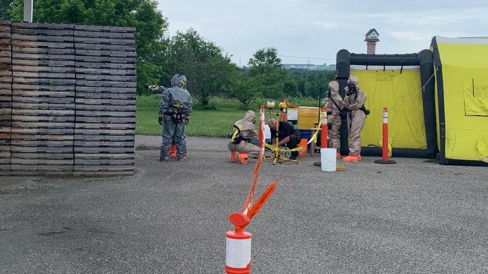 SQ officers dismantling drug lab
