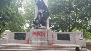 A statue of Dollard-des-Ormeaux was defaced over the weekend by anti-colonialism militants / Anonymous submission to Montreal Counter-Info