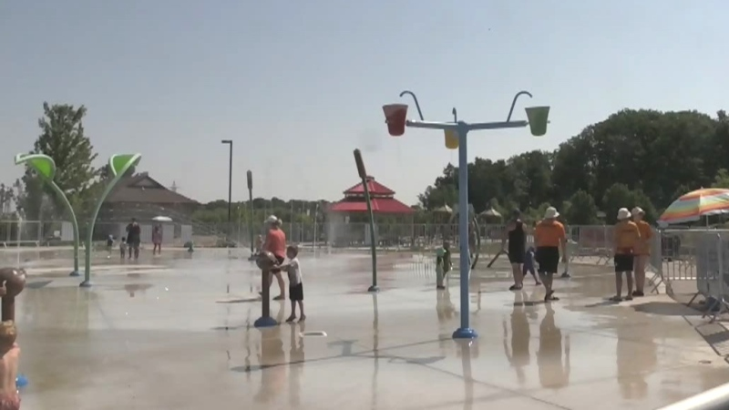 Youngsters head to splash pads to keep cool