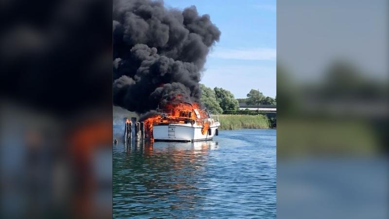 Boat fire in Orillia