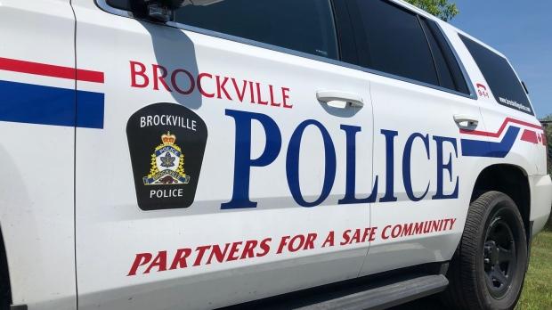 Peatón tratado por lesiones potencialmente mortales después de ser atropellado por un conductor en Brockville