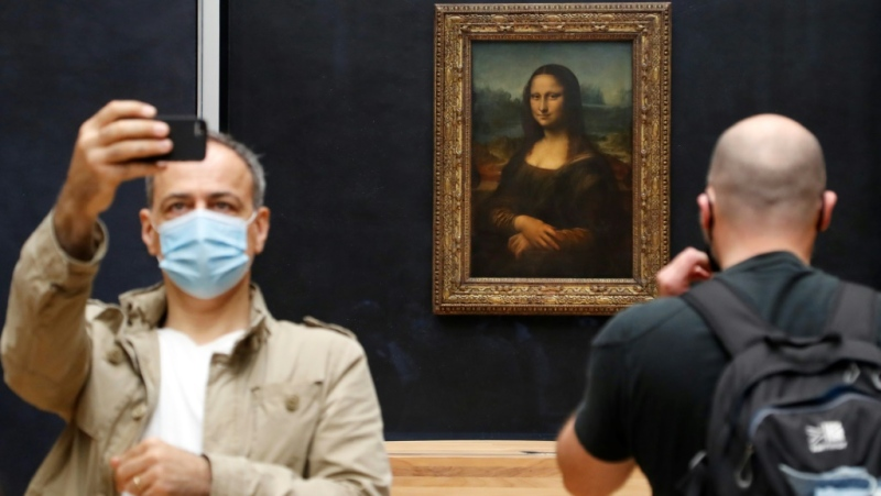 In front of the Mona Lisa, marks on the floor sought to ensure that people kept their distance while taking selfies with Leonardo da Vinci's masterpiece. (AFP)
