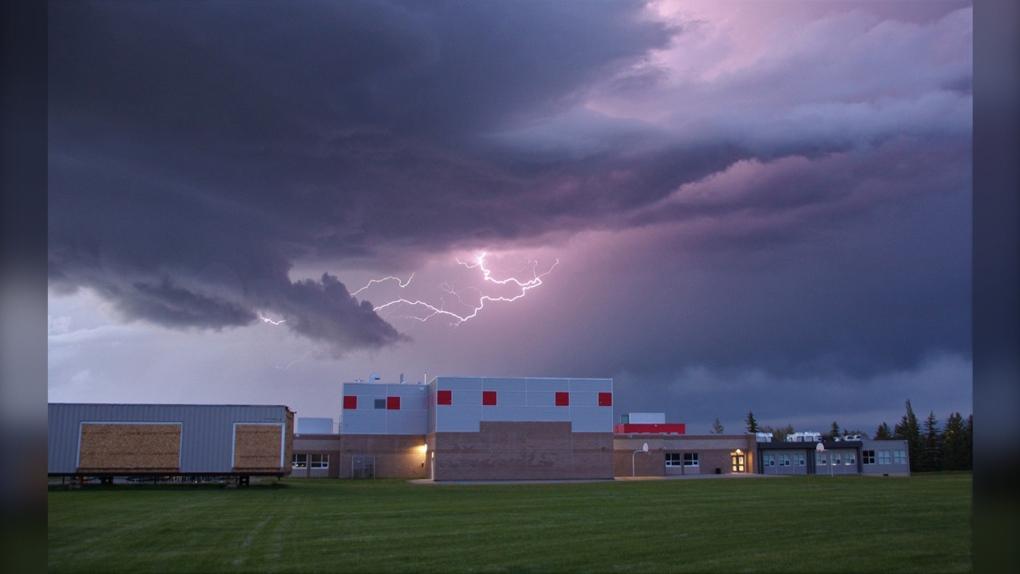 tornado warning, scud, Calgary