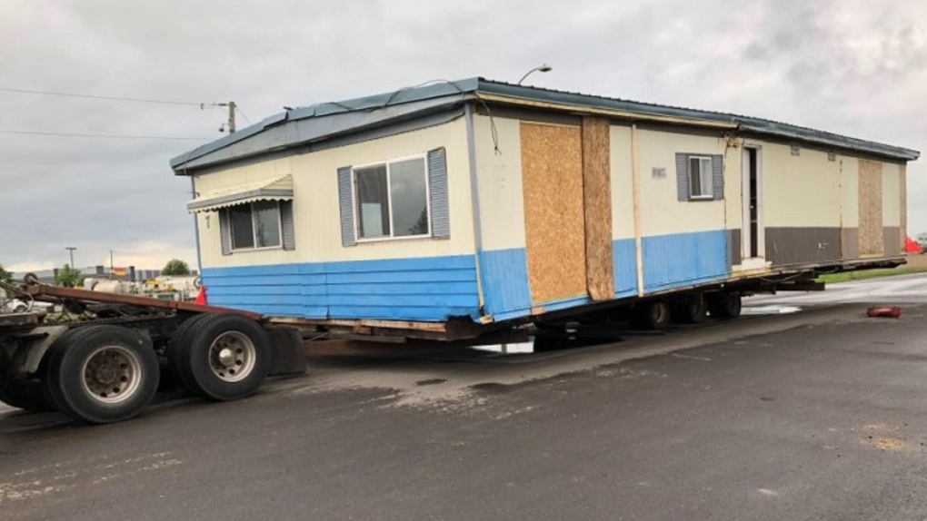 Semi truck tows mobile home on Alberta highway