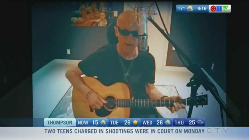 Kim Mitchell performs surprise new single