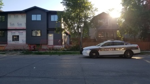 Police on scene in the 400 block of Maryland Street on July 6. A 34-year-old has been charged with second-degree murder after a 44-year-old was found unresponsive in the area. (Source: Daniel Timmerman/CTV News)