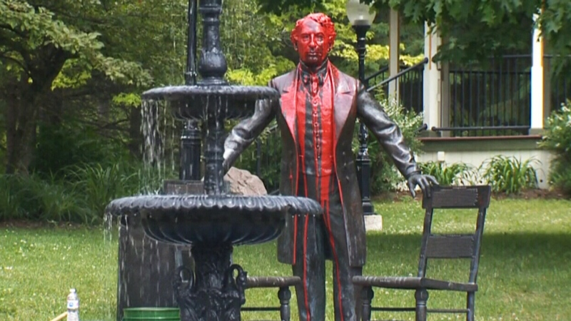 Water fountain at SJAM statue damaged