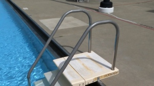 How to stay safe at the swimming pool
