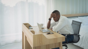 If you're struggling with anxiety and making poor decisions as a result, experts say there are techniques you can use to feel better and make wise choices. (Shutterstock)