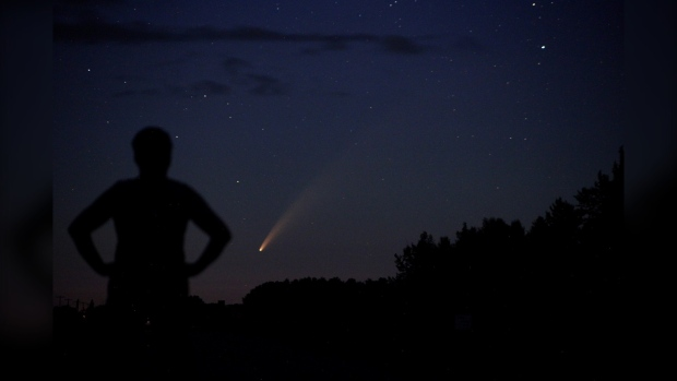 Comet NEOWISE is pictured near Plumas, Manitoba. (Source: Donna Lach)