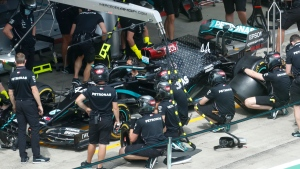 Mechanics practice tire change on Mercedes driver Lewis Hamilton's car the at the Red Bull Ring racetrack in Spielberg in Spielberg, Austria, Thursday, July 9, 2020. Styrian Formula One Grand Prix will be held on Sunday. (AP photo/Darko Bandic)