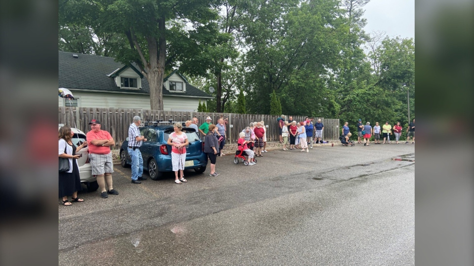 Arnprior turns out to celebrate Eddie Leveque's 100th birthday. (Dylan Dyson/CTV News Ottawa)