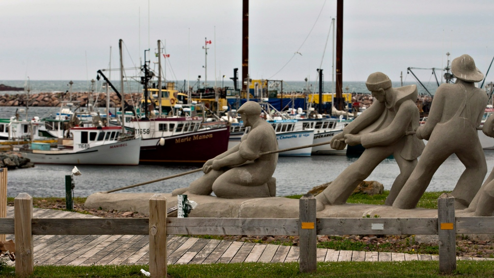 Sculpture of fishermen in L'Étang du Nord