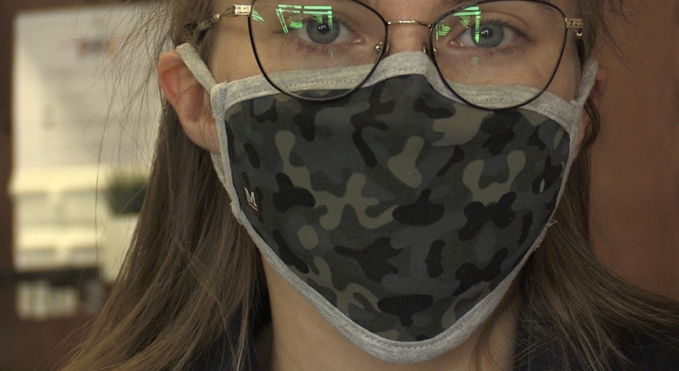 Olivia Howard wears a mask
