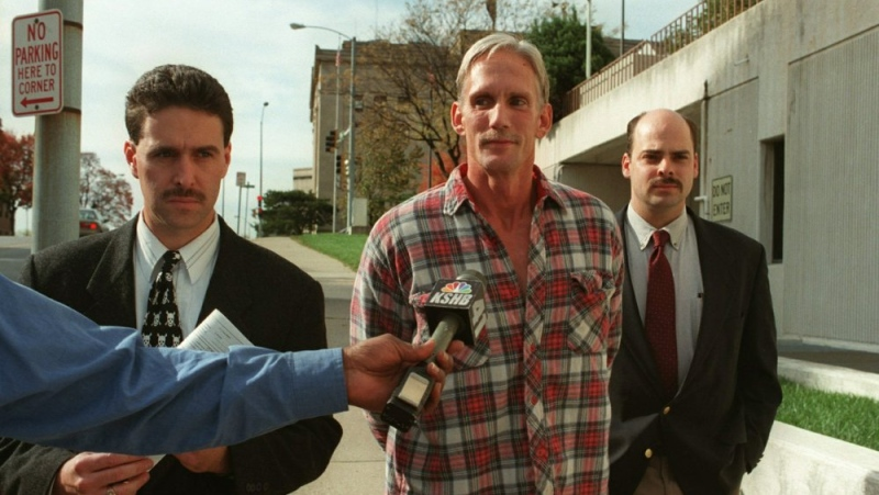 In this 1998 photo, Wesley Ira Purkey, center, is escorted by police officers in Kansas City, Kan., after he was arrested in connection with the death of 80-year-old Mary Ruth Bales. (Jim Barcus/The Kansas City Star via AP)